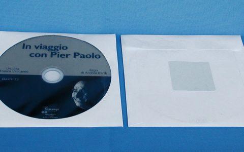 Bustina in carta con finestra centrale rotonda e trasparente e adesivo nel retro.